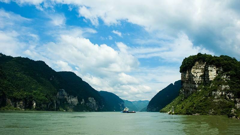 宜昌到重庆游三峡哪个游轮好,怎么选择三峡游轮?